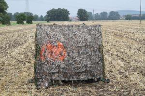 Jäger mit Jacke in Blaze Orange im Tarnschirm