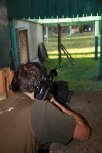 Auch beim Schießen gilt: Übung macht den Meister! Sowohl sitzend aufgelegt...